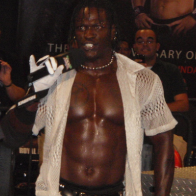 R-Truth blessé